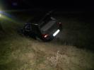 Samochód osobowy, którym podróżowało 5 osób wpadł do rowu